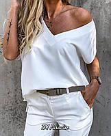 Жіноча стильна футболка з трикутним вирізом
