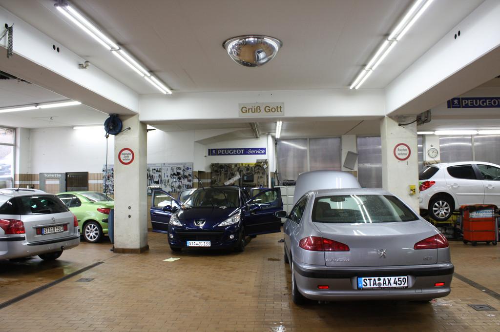 Светодиодное освещение автосалонов и СТО
