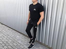Літній чоловічий костюм футболка і штани Adidas маленький лого чорний (репліка)