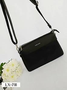 Черная женская сумка маленькая прямоугольная на длинном ремешке с молнией и на три отделения LX-7111