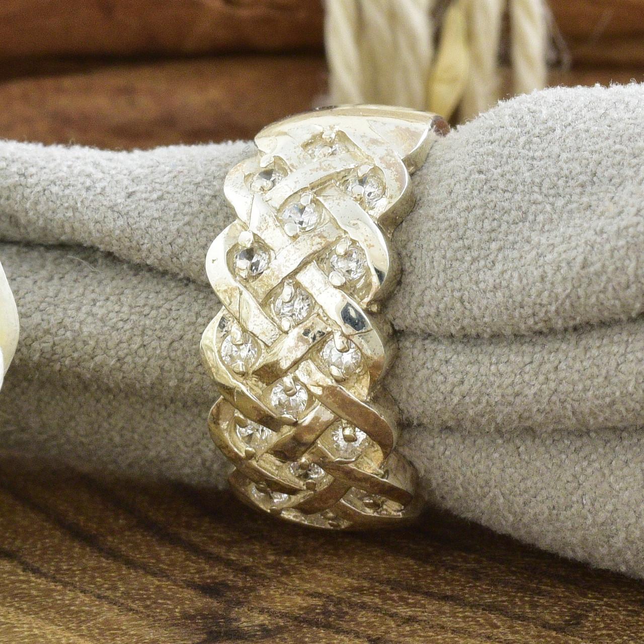 Серебряное кольцо Лукас вставка белые фианиты вес 5.7 г размер 17