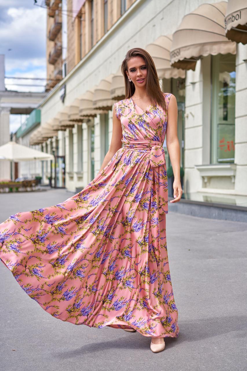 Довге літнє плаття з шовку з квітковим принтом пудрового кольору