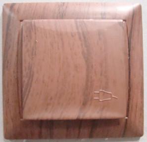 Розетка з кришкою PRIMERA  вишня  3911