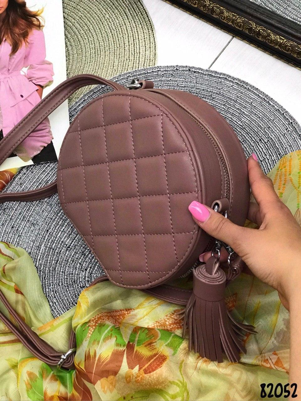 Сумка  в стиле чемоданчик с брелком