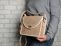 Эксклюзивнаябежевая женская сумочка через плечо, тисненый авторский узор, фото 1