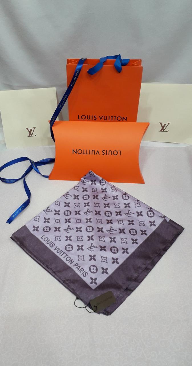 Шелковый платок Louis Vuitton В подарочной упаковке.
