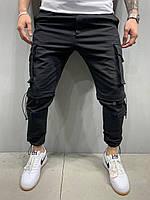 Мужские спортивные штаны черного цвета с манжетом и накладными карманами