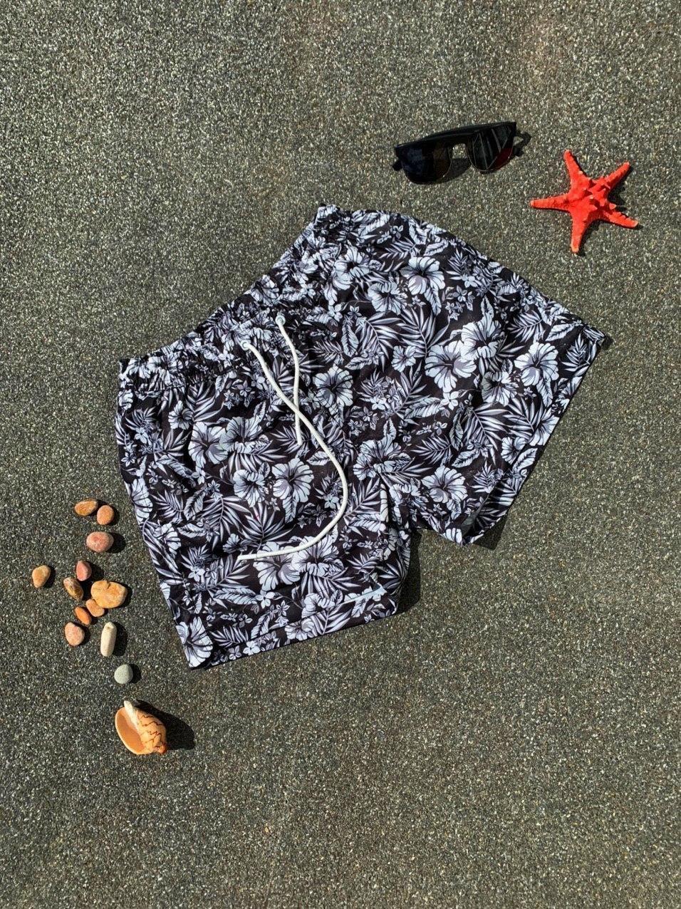 Шорти чоловічі купальні чорного кольору з квітами