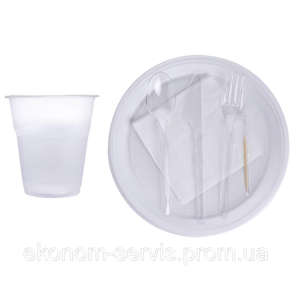 Набор на одну персону одноразовый (тарелка, стакан, вилка, нож, ложка, салфетка, зубочистка)