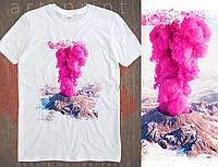Біла футболка з великим, яскравим малюнком Вулкан., фото 1