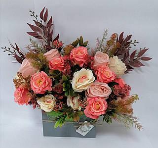 Композиция из цветов  Волинські візерунки в сером деревянном конверте