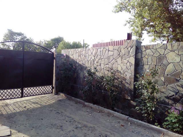Забор облицованный андезитом -1