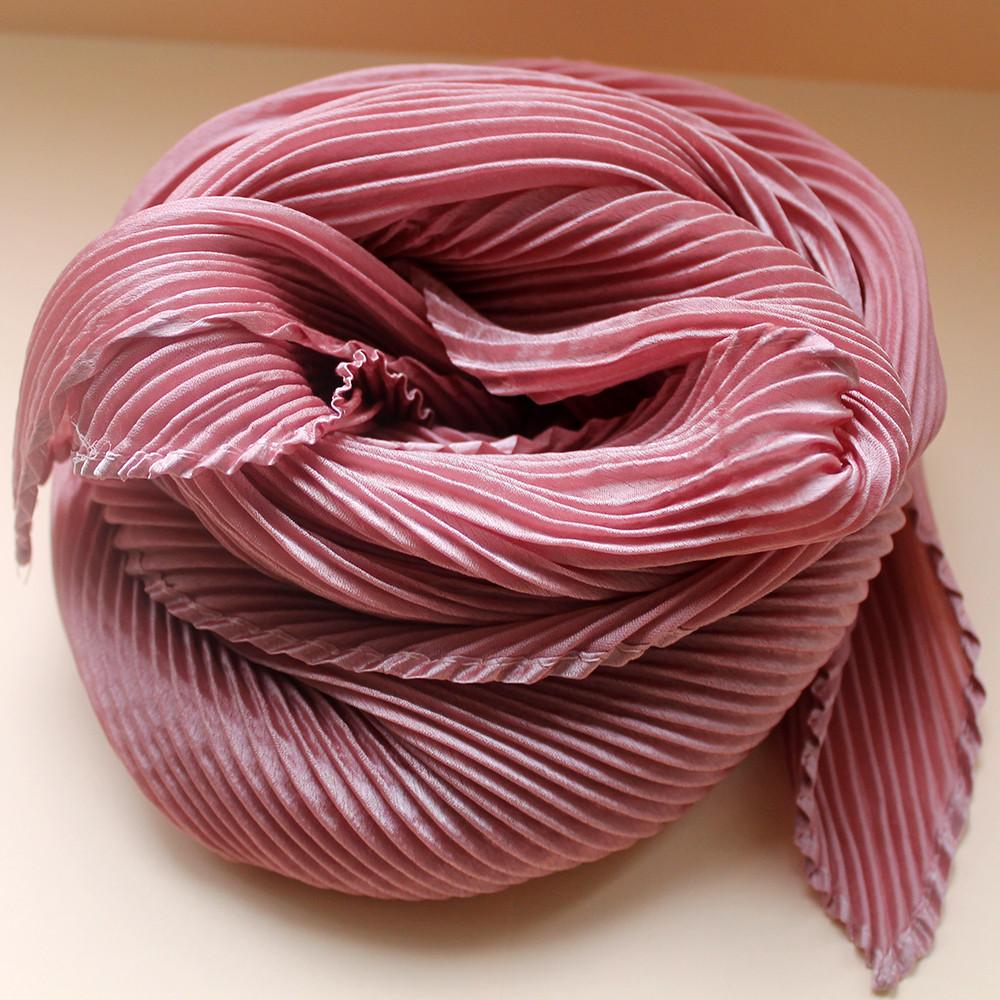 Нежный шелковый платок на шею