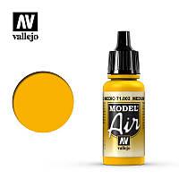 Краска для аэрографии. Желтый средний 17 мл. VALLEJO MODEL AIR 71002