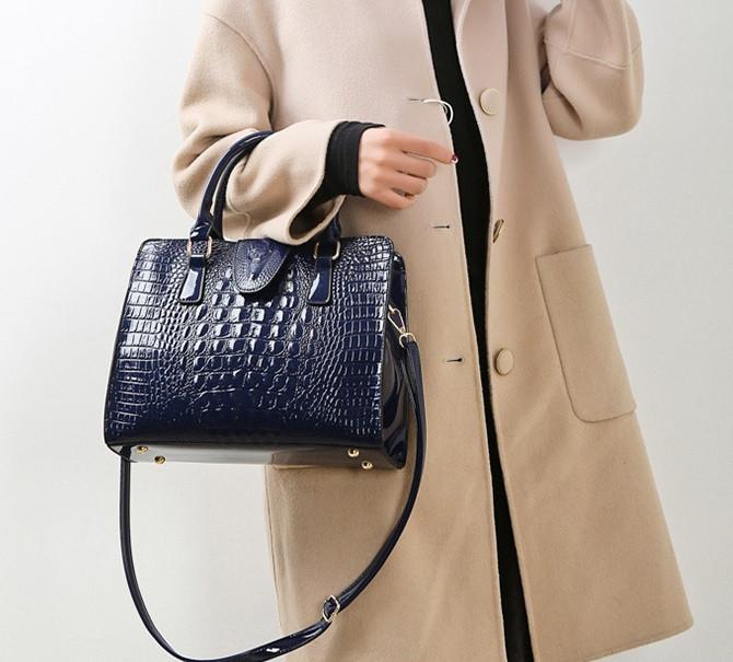 Женская лакированная сумка Крокодил Синий