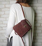 Бордовый женский рюкзак ручной работы, сумочка-рюкзак с авторским тиснением, фото 1