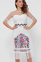 Нарядное белое платье с цветочным орнаментом и сеткой сверху