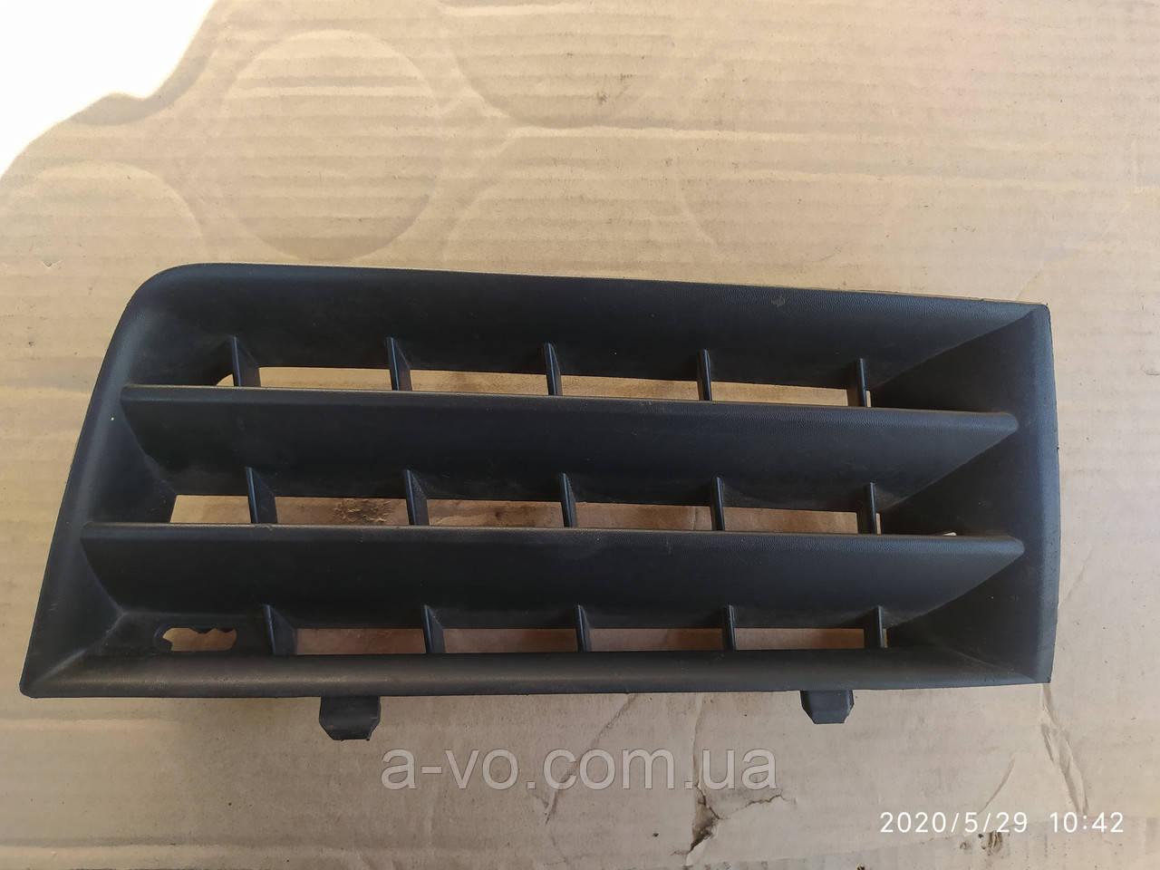 Решетка заглушка переднего бампера передняя правая Renault Megane 2 02-05р  8200114157
