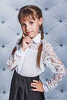 Нарядная школьная блузка для девочки с гипюром