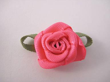 Квітка Троянда рожева з листочками