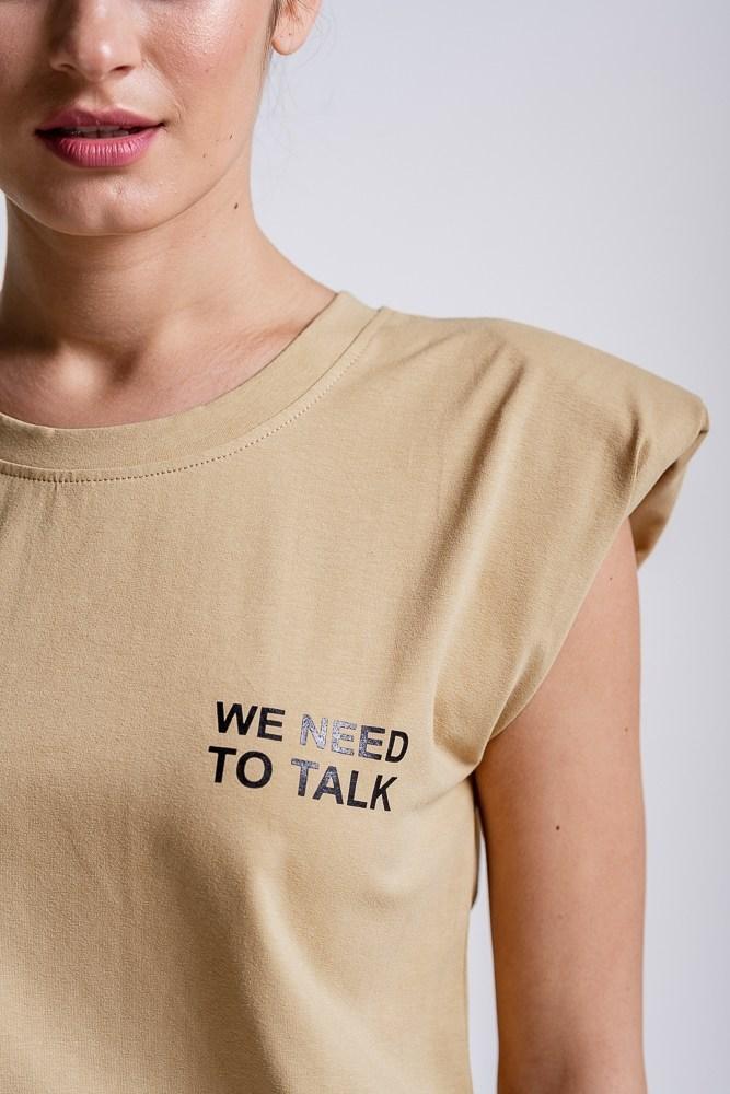 Бежева жіноча футболка з підплічниками