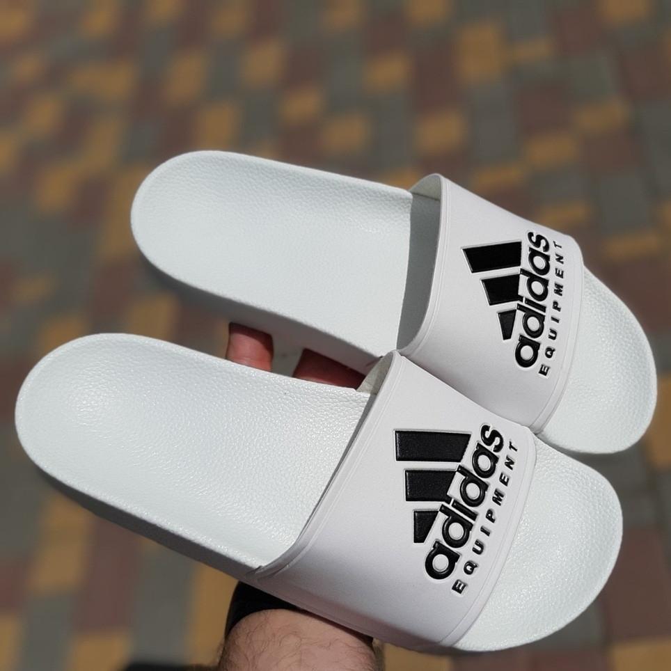 Мужские шлепанцы летние низкие Adidas шлепки белые. Живое фото. Реплика