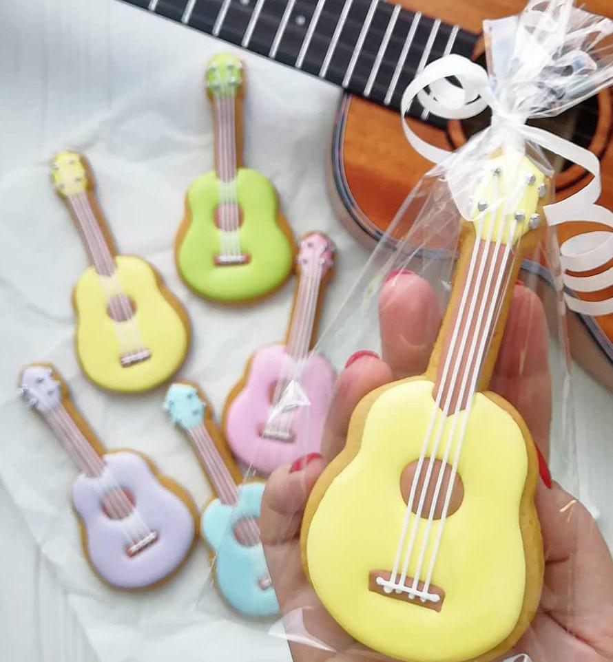 Формочка-вырубка для пряника Гитара