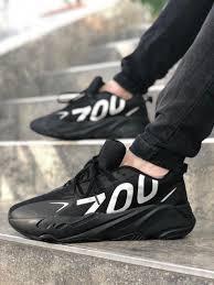 Мужские кроссовки Adidas Yeezy Boost 700 в стиле адидас изи буст 700 черные (Реплика ААА+)