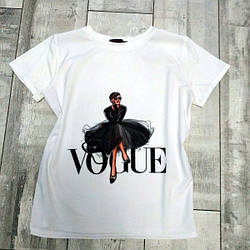 Женская футболка с модным принтом