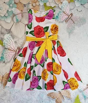 Літнє плаття для дівчинки квітковий принт на ріст 104, 110,116,122 на білому, без пояса
