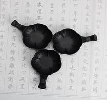 Чёрная пластиковая чернильница с подставкой под кисть в виде ручки