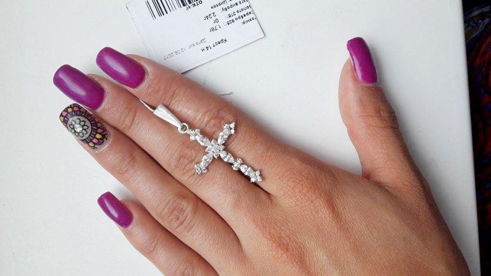 Тоненький крест в серебре с белыми цирконами Крест 14 н