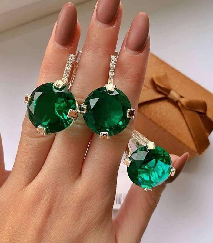 Гарнитур в серебре с масивными зелёными цирконами Кристал