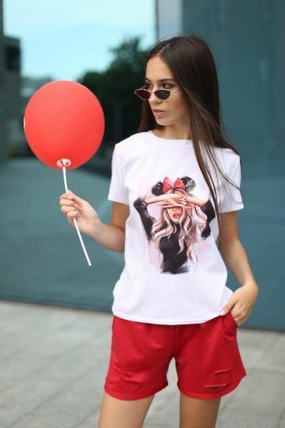 Стильный женский костюм:футболка и шорты