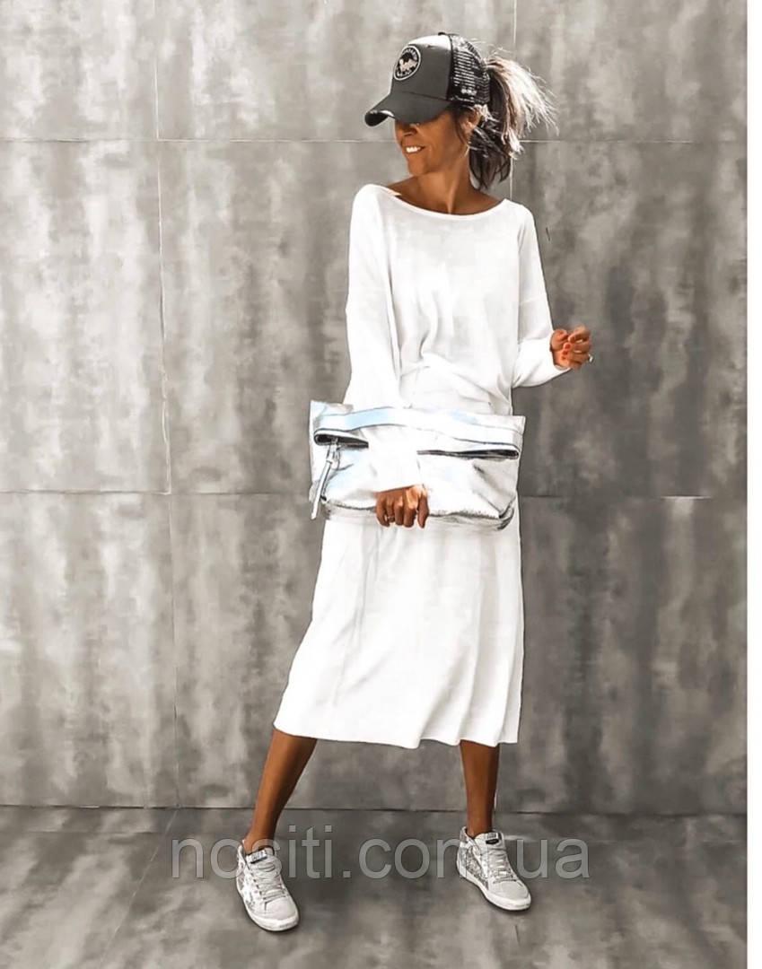 Женское платье ниже колен с длинным рукавом
