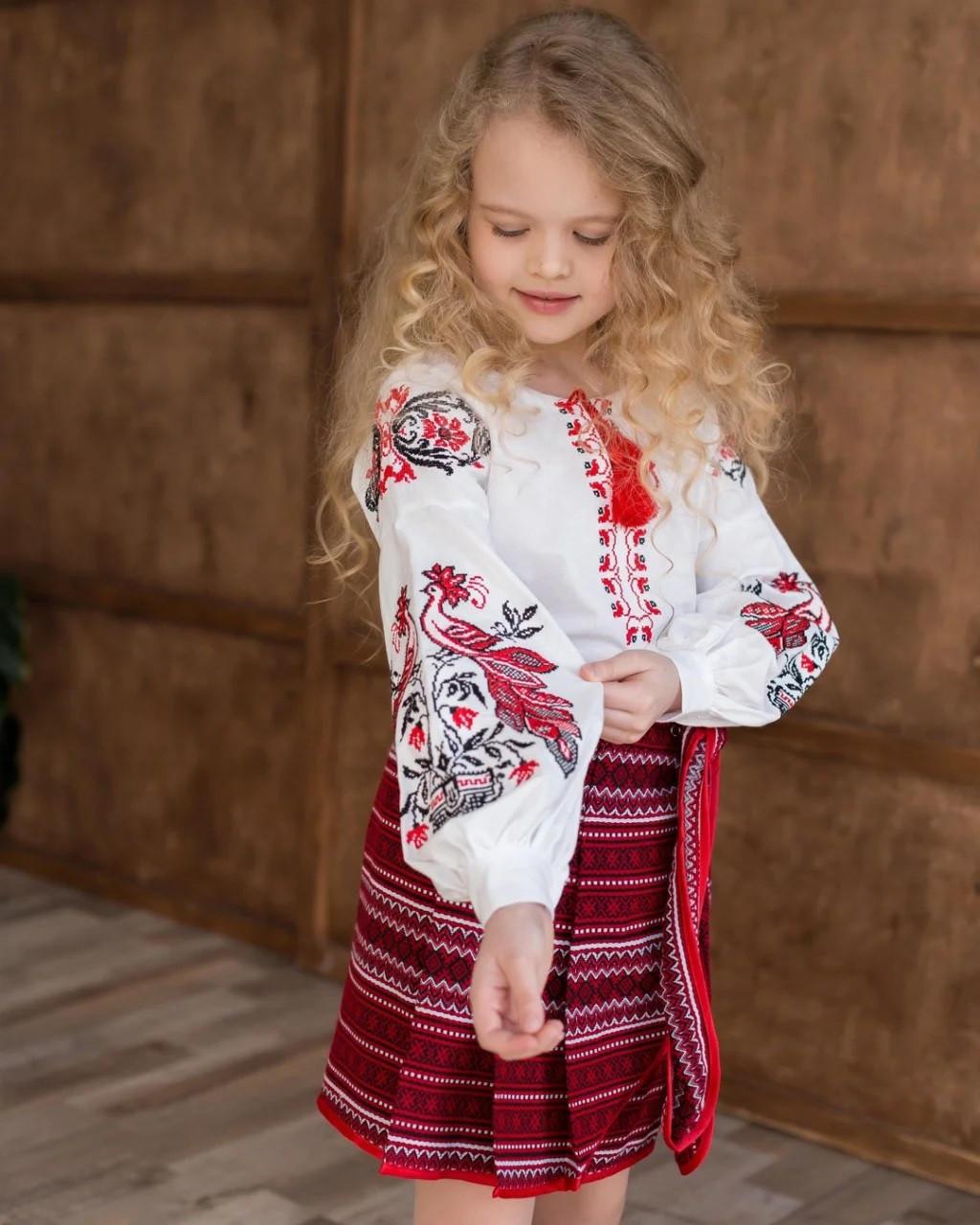 Вышиванка для девочки со сказочными Жар-птицами