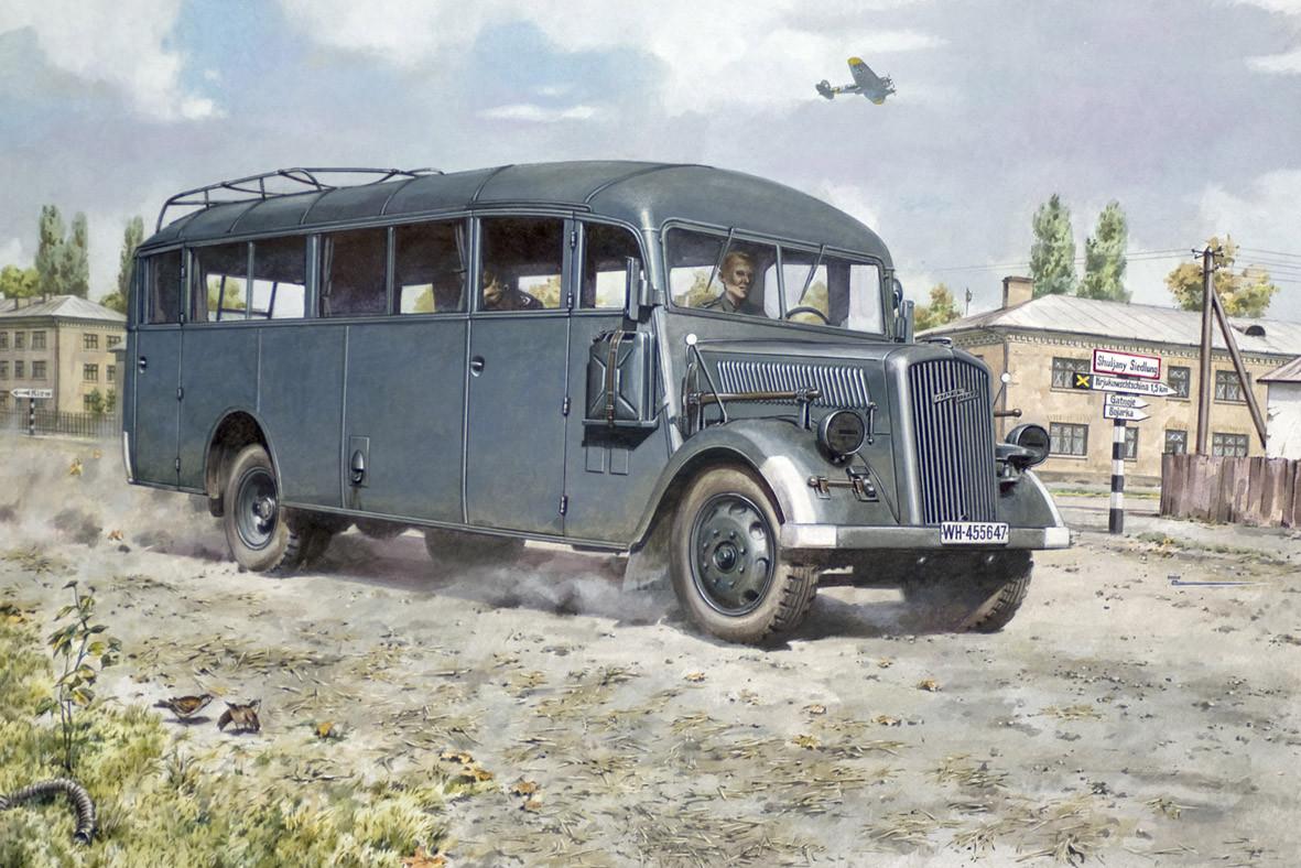 Сборная модель автобуса Opel Blitz Omnibus W39. 1/72 RODEN 720