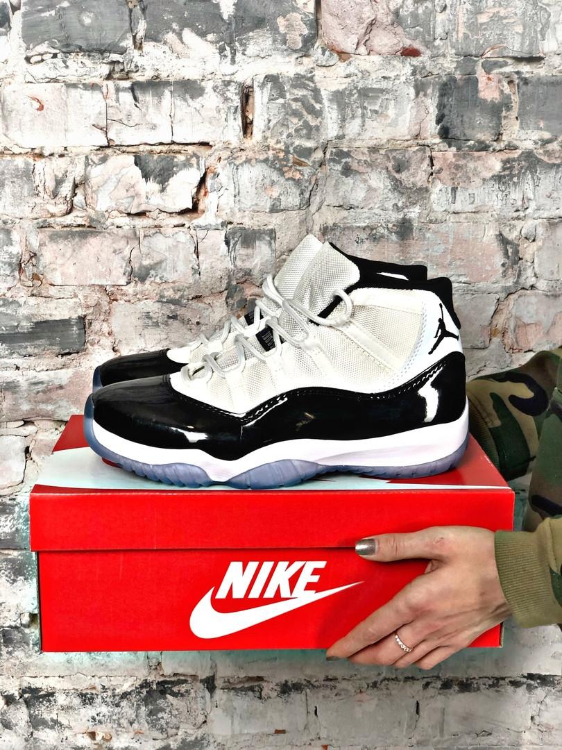 Мужские кроссовки в стиле Air Jordan 11 Retro white/black (Реплика ААА)