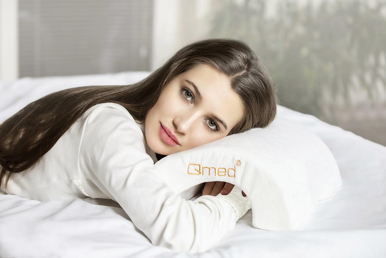 Qmed Arch Pillow – Ортопедическая подушка