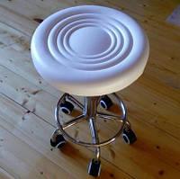 Стул мастера татуажа или стул для косметолога. Белый цвет, регулируемая высота. 44-57 см.