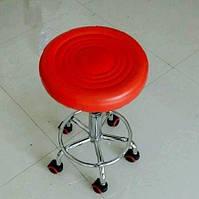Стул мастера маникюра на колесиках. Регулируемая высота 44-57 см. Мягкая сидушка