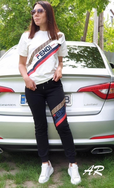 Женский спортивный костюм на лето с белой футболкой и черными штанами 7905940