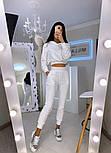 Женский спортивный бархатный костюм с укороченным худи и штанами на манжетах 2005944, фото 2