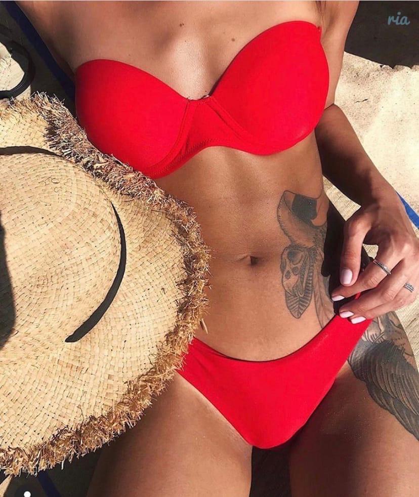 Красный женский купальник с плотной чашкой и завышенными плавками 7725434