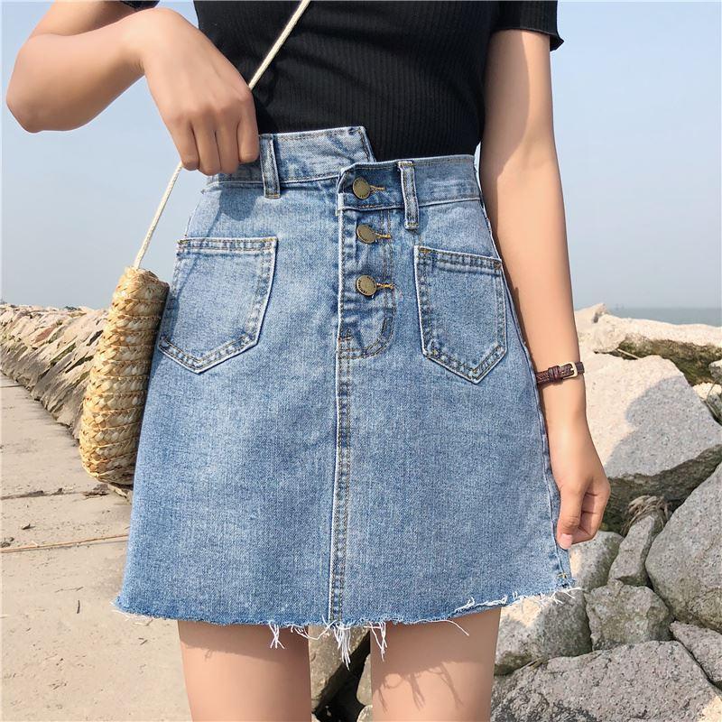 Голубая женская джинсовая юбка на пуговицах с накладными карманами 7911399