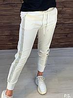 Трикотажные женские брюки с лампасами из страз на манжетах 76SH478, фото 1