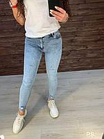 Стрейчевые женские зауженные джинсы на средней посадке с потертостями 76SH483, фото 1