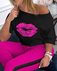 Женский летний брючный костюм с футболкой хулиганкой на одно плечо и лосинами с лампасами 41ks750