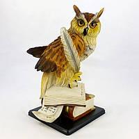 Филин на книгах с пером на деревянной подставке 45*29*29 SM00982