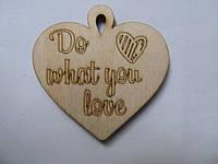 """Бірка декоративна із дерева """"Do what you love - серце """""""